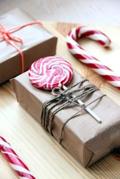Simple and sweet Christmas gift wrapping idea - put a lolly pop or candy cane under twine and wrap in simple craft paper. See the other 49 of our favourite Christmas gift wrapping ideas by clicking the image above ^