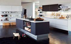 Moderne Küche-mit Kochinsel-Stauraum Aufbewahrung-einbaugeräte Ausstattung