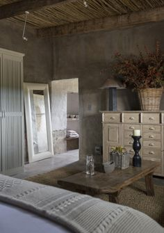 Kliphuis is situated on a remote nature reserve in the heart of the great Karoo under the Sneeuberg Mountain Range just an hour from Graaff Reinet. Small Farmhouse Plans, Urban Farmhouse, Rustic Farmhouse, Farmhouse Style, Mountain Cottage, Cottage Interiors, Stone Flooring, New Homes