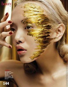 make up guide Fashion runway make up make up glitter;make up brushes guide;make up samples; Gold Makeup, Makeup Art, Beauty Makeup, Hair Makeup, Hair Beauty, Sparkle Makeup, Glitter Makeup, Makeup Ideas, Uk Makeup