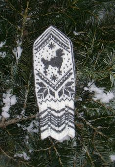 Ravelry: Selbu Poodle Mittens pattern by Wenche Roald Loom Knitting, Knitting Stitches, Knitting Patterns, Crochet Patterns, Fingerless Mittens, Knit Mittens, Knitted Gloves, Tapestry Crochet, Knit Crochet