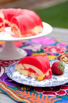 Creamy Mango Strawberry Gelatin – Looking for a bright, colorful and easy-to-make dessert? Jello Desserts, Jello Recipes, Strawberry Desserts, Dessert Recipes, Flan Dessert, Yummy Recipes, Yummy Food, Healthy Recipes, Milk Jello Recipe