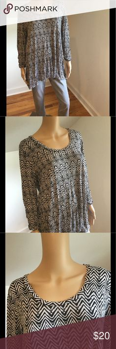 Black & White Pattern Top Black & white pattern top. Pre loved & in fair condition. No tags approximately size XL. No stains & from smoke free environment. Jeans sold separately. All sales final no returns or exchanges. Thanks for shopping Style Solutions! Tops Tees - Long Sleeve