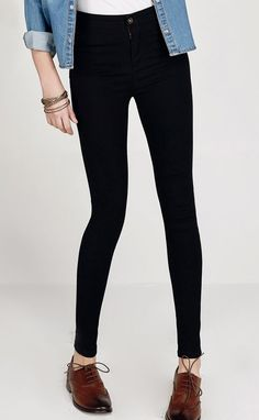High waist pant, slim look, in black.