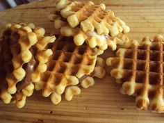 Cristina's world: Faguri cu crema de ciocolata Food Cakes, Croissant, Cake Recipes, Cooking Recipes, Sweets, Chicken, Breakfast, Waffles, Projects
