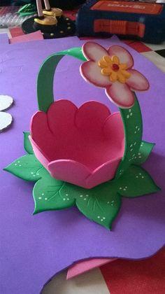 canastita de goma eva Paper Crafts Origami, Cardboard Crafts, Foam Crafts, Diy And Crafts, Foam Sheet Crafts, Mothers Day Crafts For Kids, Summer Crafts For Kids, Spring Crafts, Easy Art For Kids