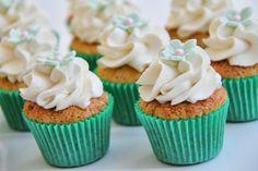 Pistacie cupcakes med hvid chokolade og vanilje frosting