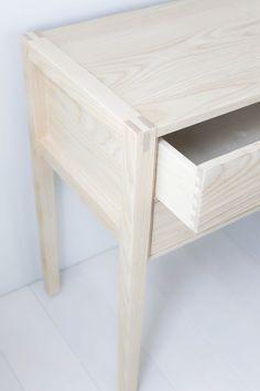 Solid Ash Garfield Console Table por hedgehouse en Etsy