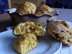Bochánky s cottage sýrem recept Food And Drink, Low Carb, Cottage, Breakfast, Low Carb Recipes, Casa De Campo, Cottages, Cabin, Morning Breakfast
