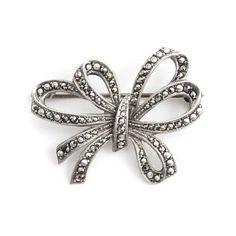 Deze zilveren art deco broche met markasietjes vind je bij Aurora Patina, de leukste sieraden webshop van Nederland!
