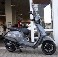 interesse in auto's en en scooter custum versie's Vespa Retro, New Vespa, Vespa Lx, Vespa Sprint, Lambretta Scooter, Scooter Motorcycle, Vespa Scooters, Motor Scooters, Motor Car