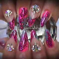 Instagram media nails_by_annabel_m - Really enjoyed creating these today  #nails #nailart #nailedit #nailsdid #nailswag #nails4today #nailstagram #nailsofinstagram #nails2inspire #amazingmakeupart #anastasiabeverlyhills #brian_champagne #fiina_naillounge #vegas_nay #hudabeauty #nailsoftheweek #nailsonfleek #nailsonpoint #nailsofthemonth #scratchmagazine #swarovski #swarovskicrystals #nailsbyannabel