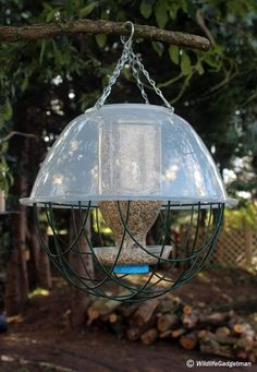In this 'How To' guide I'll show you how to convert an Innocent Juice bottle into a fantastic bird feeder! And of course, I've added a 'Wildlife Gadgetman' twist with three different versions.   Time Needed: 1 Hour Why Do It?: Providing food for garden birds