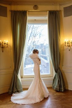 Photography Winter, Christmas Photography, Winter Wedding Coat, Winter Weddings, Wedding Themes, Wedding Dresses, Elegant Chic, Models, Couture