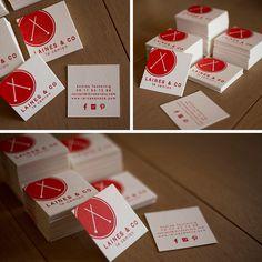 Carte de visite #letterpress , #impression une couleur: rouge, recto-verso, papier en feutre de laine 500gr. Création et impression réalisées pas l'atelier encré. Pour en savoir plus rdv sur mon blog: http://www.latelier-encre.com/de-fils-en-aiguilles-sur-les-routes-dalsace/#more-665