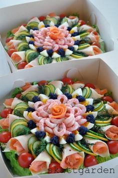 beautiful meat and veggie tray Sandwich Torte, Good Food, Yummy Food, Food Platters, Meat Trays, Meat Platter, Cheese Trays, Cooking Recipes, Healthy Recipes