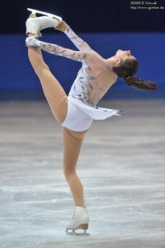 Figure Skating Competition Dresses, Jean Giraud, Ice Skaters, Figure Skating Dresses, Sports Figures, Hanyu Yuzuru, Roller Skating, Winter Sports, Dance Costumes