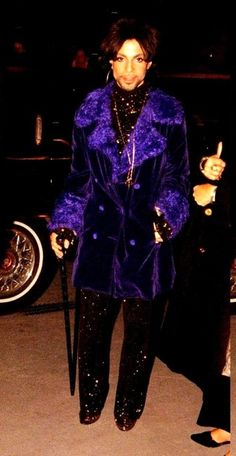 Prince Rogers Nelson Wish I had his wardrobe! Love ❤️ that purple! Prince Images, Pictures Of Prince, Prince Gifs, Prince Quotes, Princes Fashion, The Artist Prince, Prince Purple Rain, Roger Nelson, Prince Rogers Nelson
