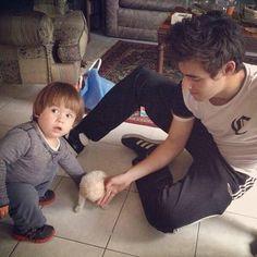 Jorge está aquí en México :) por el cumpleaños de Raphita...               PD:Quiero verlo de frente otra vez :(