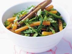 Kohl-Karotten-Curry mit Zimt ist ein Rezept mit frischen Zutaten aus der Kategorie Wurzelgemüse. Probieren Sie dieses und weitere Rezepte von EAT SMARTER!