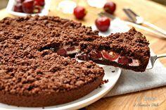 La Sbriciolata al cacao con ricotta e ciliegie è un dolce semplicissimo e goloso. Pochi ingredienti per un dolce a dir poco stupefacente.