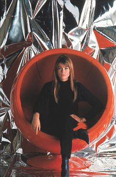Cradle yourself in retro-futurist comfort: Eero Aarnio's Ball Chair | Dangerous Minds
