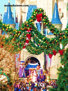 "Planning a Disney Christmas Vacation? Here's the ""Crowded"" Facts You Need to Know. (article)"