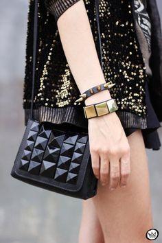 ブロガー名:フラヴィア(Flavia Desgranges van der Linden)   ブログ名:『Fashion Coolture』   オリジナル記事:『Look du jour: Rock'n'Roll』                           Tシャツ: Dafiti   スカート: Dafiti   カーディガン: Dafiti   バッグ: Dafiti   ブーツ: Dafiti ... Chanel Boy Bag, Chanel Bags, Baggage, Shoulder Bag, Purses, Rock, Makeup, Fashion, Bags