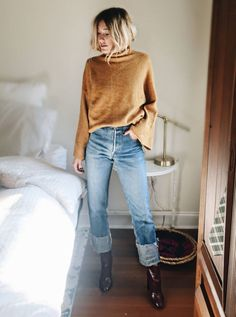 Sweater and mom jeans. sweater and mom jeans edgy work outfits, fashionable Cute Winter Outfits, Fall Outfits, Casual Outfits, Cute Outfits, Winter Clothes, Work Outfits, Casual Attire, Fashionable Outfits, Teen Girl Outfits