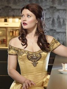 Emilie de Ravin as Belle on OUAT. The detail at the top of the dress is beautiful. Emilie De Ravin, Best Tv Shows, Best Shows Ever, Movies And Tv Shows, Favorite Tv Shows, Favorite Things, Eion Bailey, Belle French, Meghan Ory