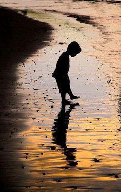 niño y sombras