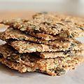 Il en existe plusieurs, de ces type de crackers aux graines, avec ou sans fromage d'ailleurs, que l'on peut acheter dans différents...