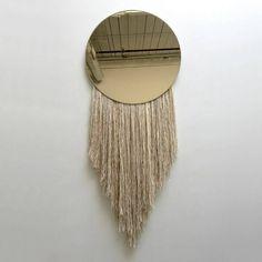 9 Sommertrends von Goldspiegel | Tribal Spiegel wirft warme und exotische Orte. |  wohn-designtrend.de/ | #goldspiegel #wohnzimmerdesign #luxumobel #einzigartigspiegel