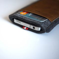 cell phone case and credit card holder in one. Me likes.
