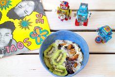 Gelato vegano senza gelatiera alla banana e kiwi con semi di chia e frutta secca