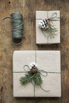 På jakt efter inspiration till årets julklappsinslagning? Look no further. I samarbete med Panduro har jag slagit in en mängd olika klappar med deras papper för att visa olika alternativ man kan pyssl