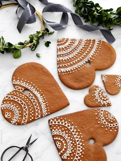 gorgeous decorated cinnamon heart christmas biscuits