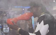 2 Chainz Smokes the Most Expensivest Weed | High Times