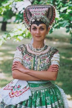 Obrázok Ethnic Fashion, Colorful Fashion, Popular, Enchanted Doll, Europe Fashion, Folk Costume, Traditional Dresses, Folklore, Captain Hat