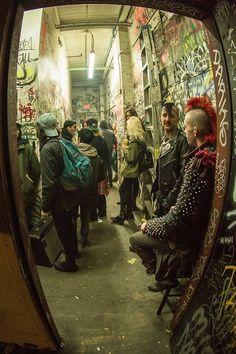 Chronicles of The Punk Prophet Estilo Punk Rock, Chica Punk, Arte Punk, Punks Not Dead, Riot Grrrl, Punk Goth, Jolie Photo, Post Punk, Rock N Roll
