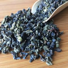 This afternoon, we will brew this new mild-roasted oolong tea.