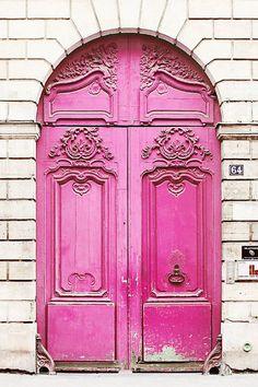 STYLEeGRACE ❤'s this pink door!