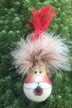 this custom hand painted ornament was made out of a recycled light bulb. it will be hard to tuck away till next Christmas thats for sure Christmas Ornament Crafts, Grinch Christmas, Unique Christmas Gifts, Christmas Items, Funny Christmas, Unique Gifts, Pasta Piedra, Light Bulb Crafts, Christmas Light Bulbs