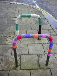 Yarn bomb yarnstorn guerrilla knitting