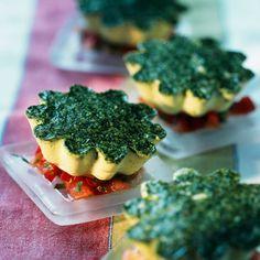 Découvrez la recette Petits flans au persil sur cuisineactuelle.fr.