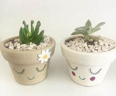 Materos Flower Pot People, Clay Pot People, Painted Clay Pots, Painted Flower Pots, Flower Pot Crafts, Clay Pot Crafts, Diy Plastic Bottle, Decorated Flower Pots, Flower Tower