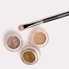 For extravagant lids that glisten, look no further than Splurge-luxurious, long-wearing cream shadow! With this elite eye shadow and its velvety opulence, you'll turn heads wherever life takes you, from a night out in your best dress to running errands in your favorite jeans.  www.youniqueproducts.com/lynnepelzek