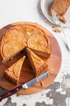 This gorgeous spiced upside down persimmon cake topped with finely sliced persimmon in maple syrup! Yum! | Click for the recipe