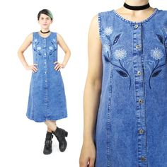 New to honeymoonmuse on Etsy: 90s Embroidered Denim Dress Floral Cut Outs Sleeveless Denim Dress Button Down Front Dress Tie Back Tank Dress Midi Acid Wash Dress (S) (48.00 CAD)