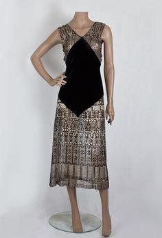 Bias-cut velvet and Assuit 1930's. VintageTextile.com